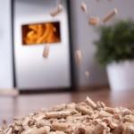 Holzpellets erzeugen Wärme aus Holz © Arthur Braunstein - Fotolia.com